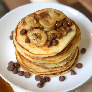 Greek yogurt pancakes with bananas