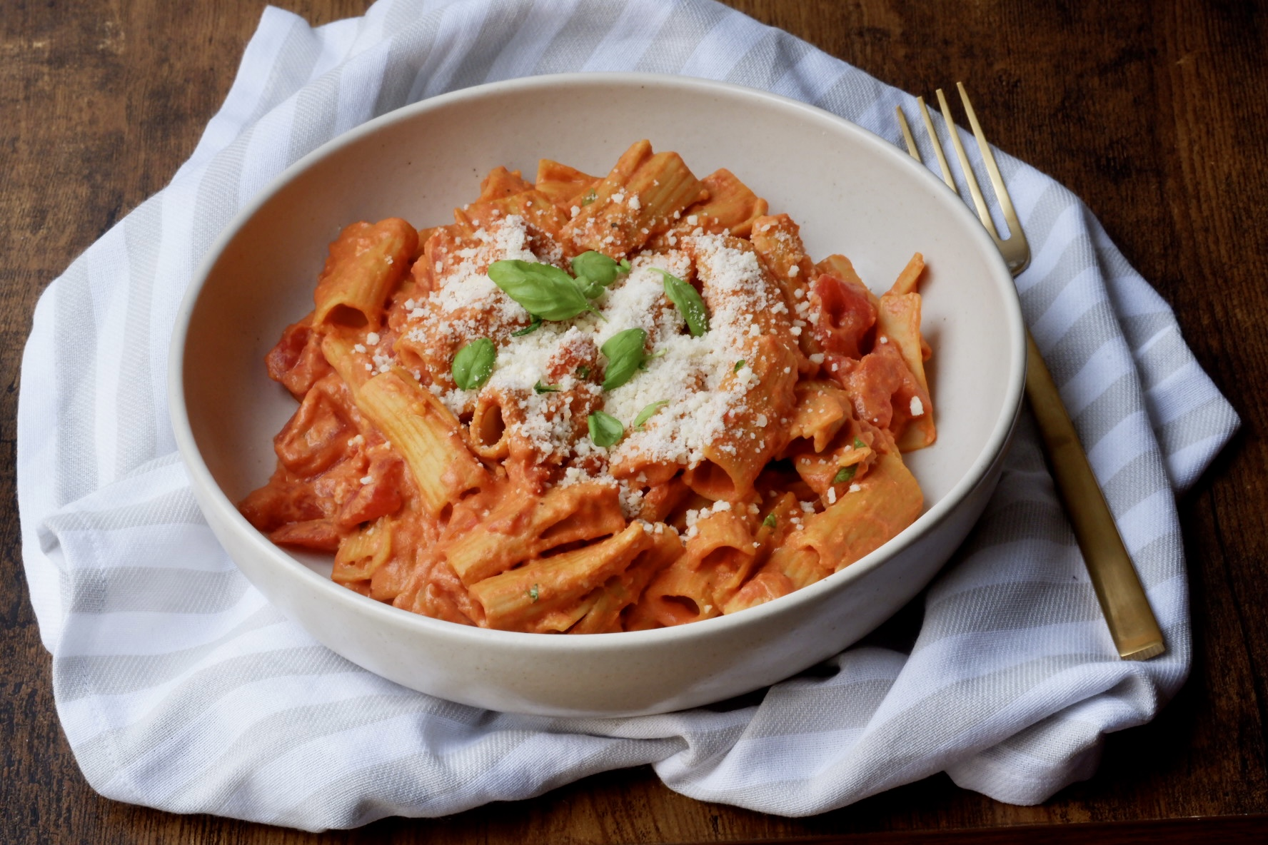 healthy rigatoni in vodka sauce