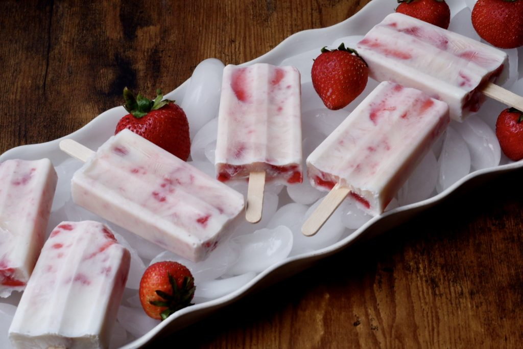 strawberry cheesecake popsicles